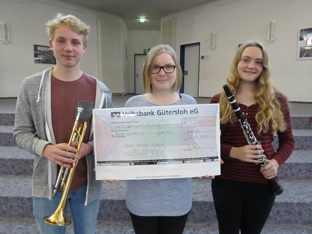 Bläserklasse der Anne-Frank-Gesamtschule spielt 286,00 Euro für den Kinderschutzbund Gütersloh ein