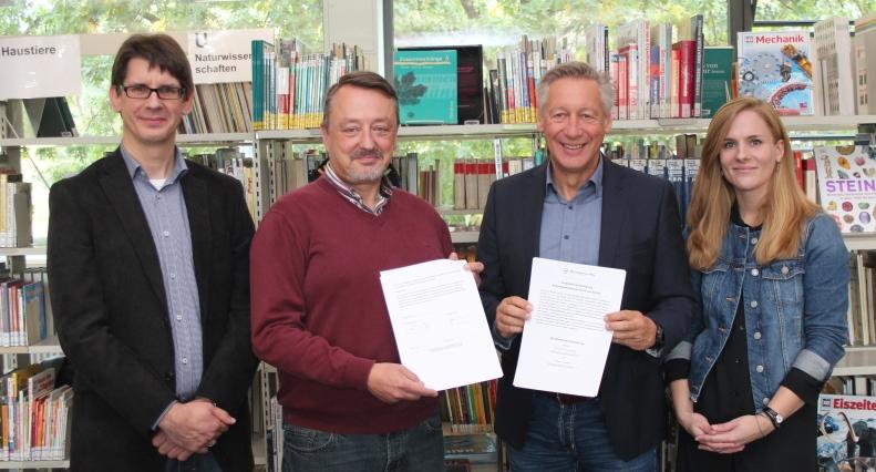 Geschichte hautnah erleben – Anne-Frank-Gesamtschule schließt Bildungspartnerschaft mit dem Stadtarchiv Gütersloh